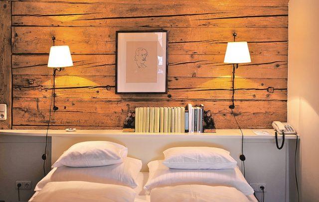Hotel Gasthof Hirschen Schwarzenberg Kunstzimmer Franz Michael Felder (c) Bregenzerwald Tourismus GmbH